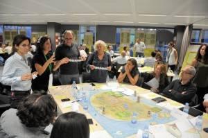 60 directivos jugando con Binnakle en ESADECREAPOLIS